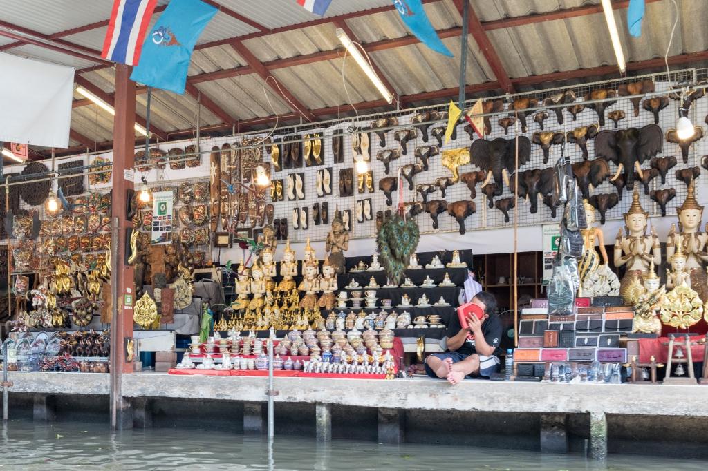Boutique sur le bord du Klang